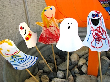 recycle plastic lids into ghosts