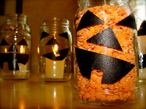 recycle glass jars into jack-o-lanterns