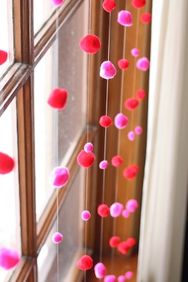 Noodlehead valentine window garland