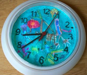Pas Sur Les Murs clock