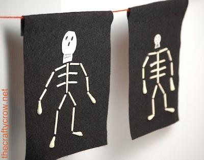 The Crafty Crow q-tip skeleton garland 1