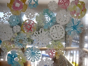The Artful Parent coffee filter snowflakes