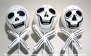 Paper, Plate, And Plane balloon skull and crossbones