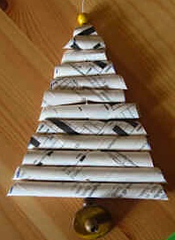 Maestra Mette's rolled paper christmas tree ornament mobile