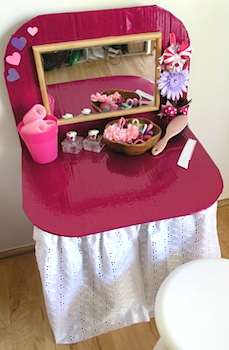 Childhood 101 cardboard box dressing table