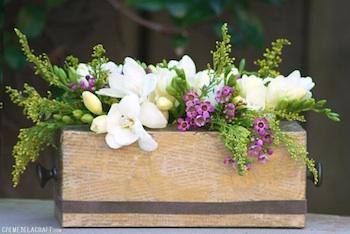 Créme De La Craft tissue box flower holder