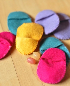Small Wonders felt easter egg pockets