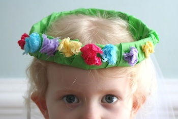 Little Page Turners spring tissue paper wreath