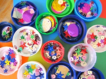 Irresistible Ideas plastic lid glitter magnets