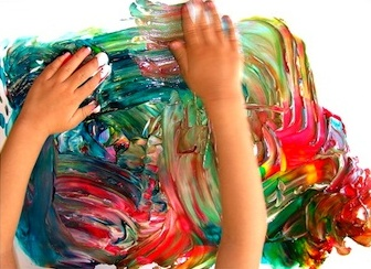 Casa Maria's finger painting fun