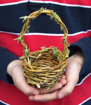 Acorn Pies small willow basket tutorial for kids