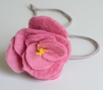 Willowday felt flower necklace