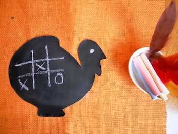 chalkboard cloth turkeys thanksgiving table idea