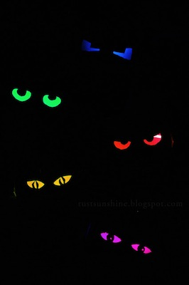glowing eyes halloween craft toilet paper tube craft