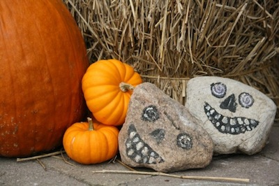 halloween decoration craft painted rock skulls