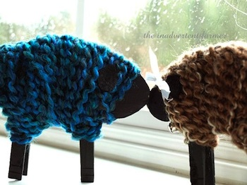 yarn sheep made with yarn, cardboard and clothespins