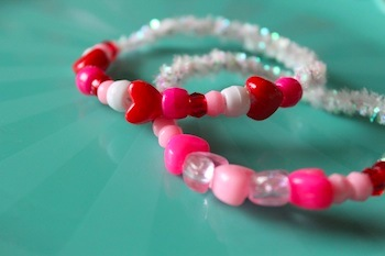 make beaded valentine bracelets