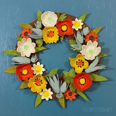 The Crafty Crow fall egg carton wreath craft DIY