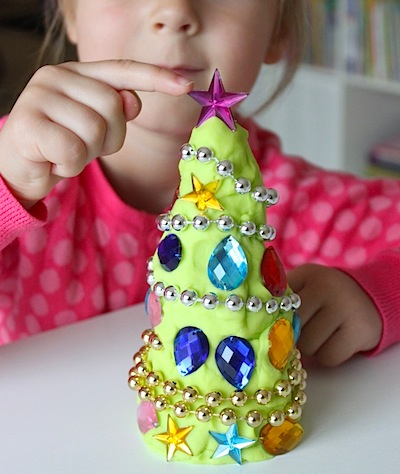 decorate a playdough Christmas tree kids activity