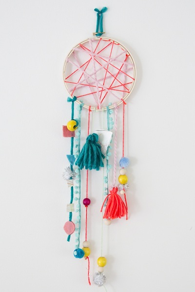 easy dream catcher diy things to make and do crafts and activities for kids the crafty crow. Black Bedroom Furniture Sets. Home Design Ideas