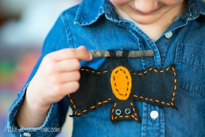 felt bat pin Halloween craft for kids