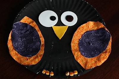 paper plate crow Halloween craft for preschoolers