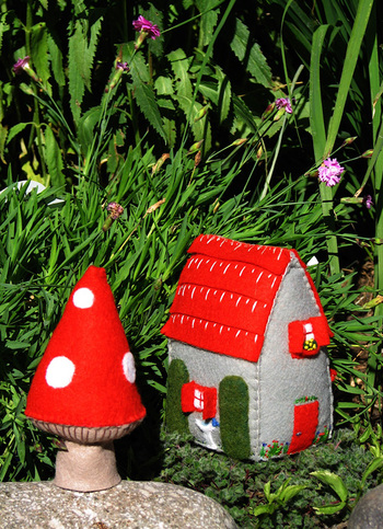 Red_roof_with_mushroom