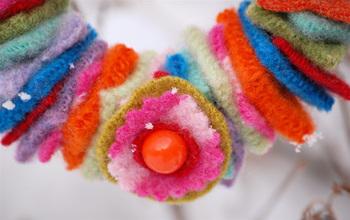 Mini_wool_wreath_flower_decoration
