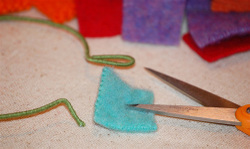 Pierce_wool_square_with_scissors