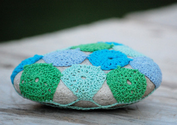 Bella Dia stone crochet blue and green