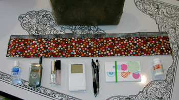 purse organizer with items to go in it