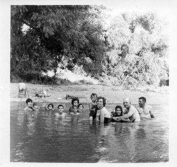 Poppasonnyfarmswimming024