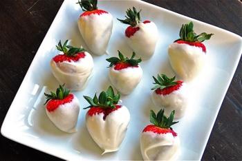 Fullcirclechocolatedipstrawberries