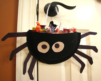 Paper Plate Treat Bag Spider