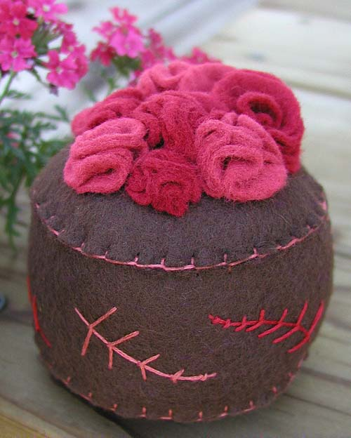 Pincushion: Bed of Roses (pinks)