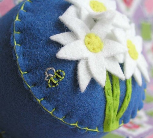 Fresh As A Daisy Pincushion: blue