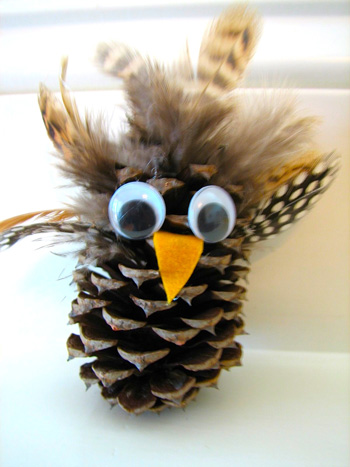 Pine cone owl 2 things to make and do crafts and for Pine cone art projects